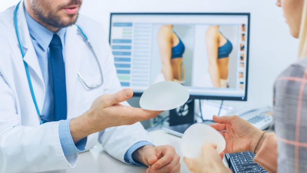 Zabieg powiększania piersi w klinice medycyny estetycznej Derm-Estetyka